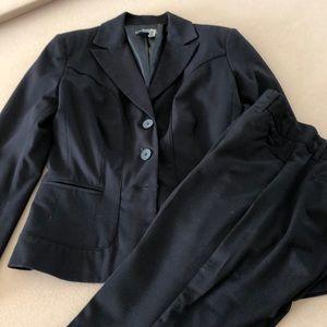 Black Capri pantsuit